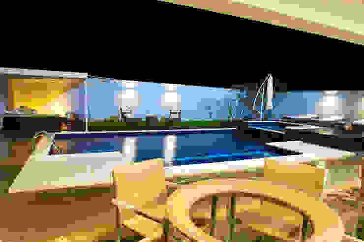Piscinas de estilo moderno de Renato Lincoln - Studio de Arquitetura Moderno
