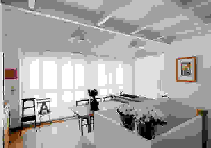 Interno Milanese: Casa M. Cucina in stile mediterraneo di Studio Archipass Mediterraneo