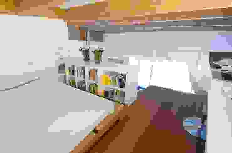Interno Milanese: Casa M. Camera da letto in stile mediterraneo di Studio Archipass Mediterraneo