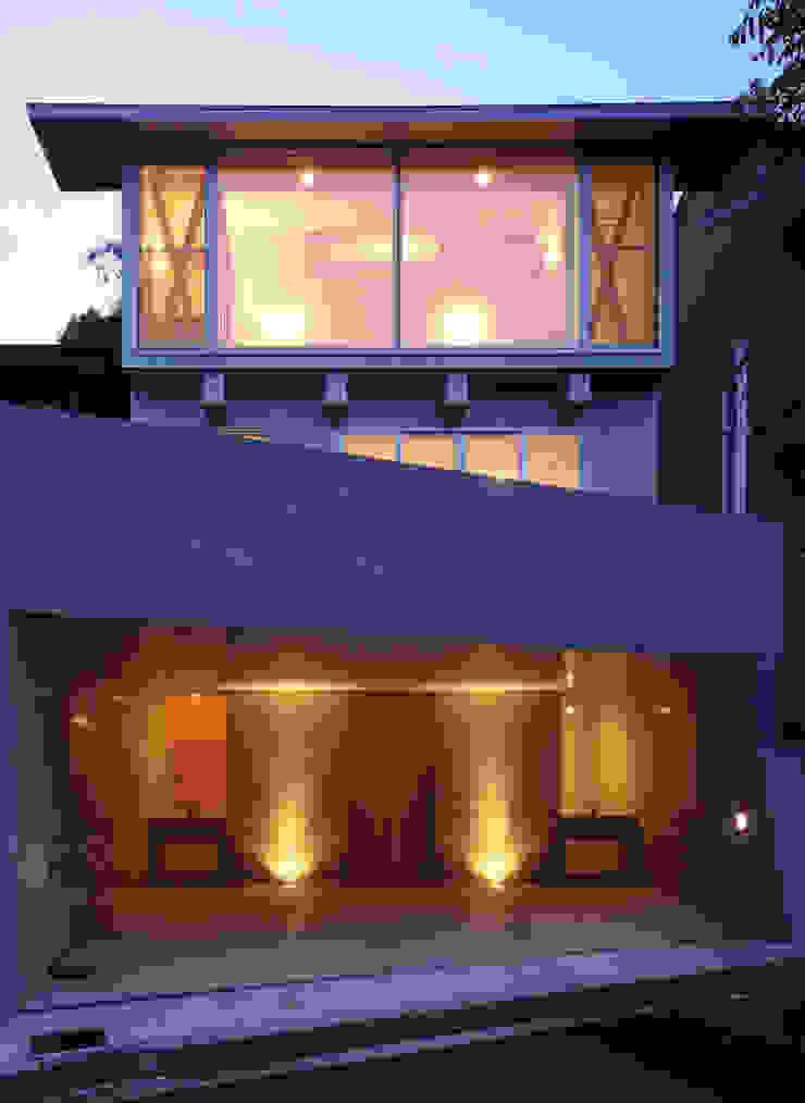 K&K-HOUSE 夕方の表情 モダンな 家 の M4建築設計室 モダン