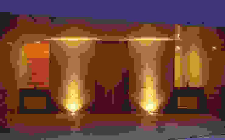 K&K-HOUSE アプローチ モダンな 家 の M4建築設計室 モダン