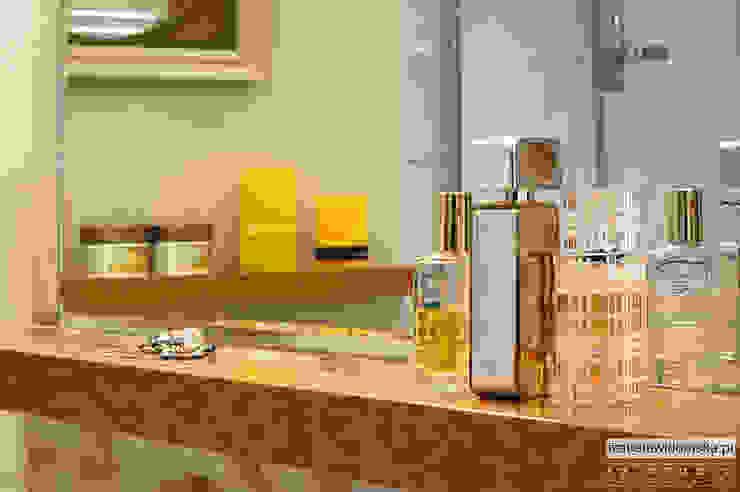 stylowa łazienka - detal półeczki Klasyczna łazienka od Izabela Widomska Interiors Klasyczny