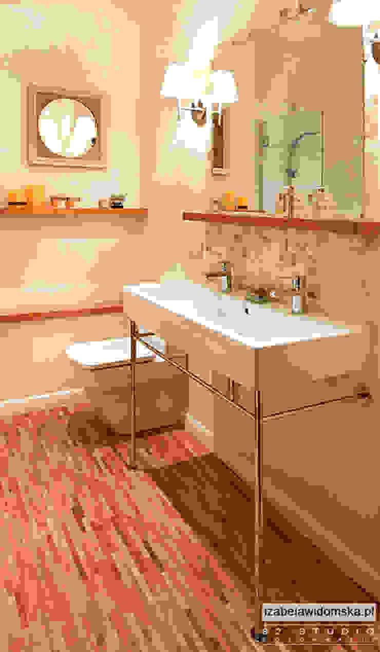 stylowa łazienka - umywalka na konsoli Kolonialna łazienka od Izabela Widomska Interiors Kolonialny