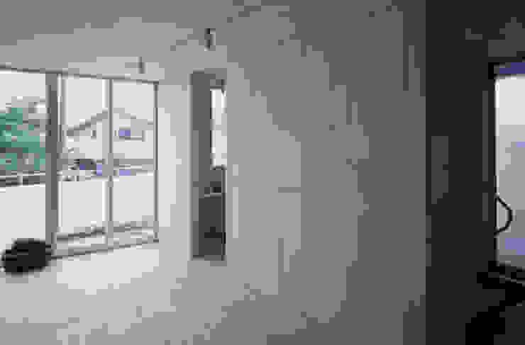 K&K-HOUSE 親世帯リビングダイニング ミニマルデザインの 多目的室 の M4建築設計室 ミニマル