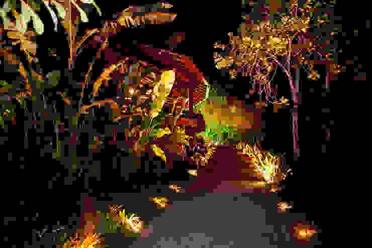 Casa noturna Privilège Angra dos Reis Jardins modernos por Mascarenhas Arquitetos Associados Moderno