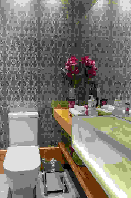 モダンスタイルの お風呂 の GREISSE PANAZZOLO ARQUITETURA モダン