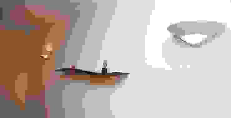 Onda Shelf: modern  by David Tragen, Modern