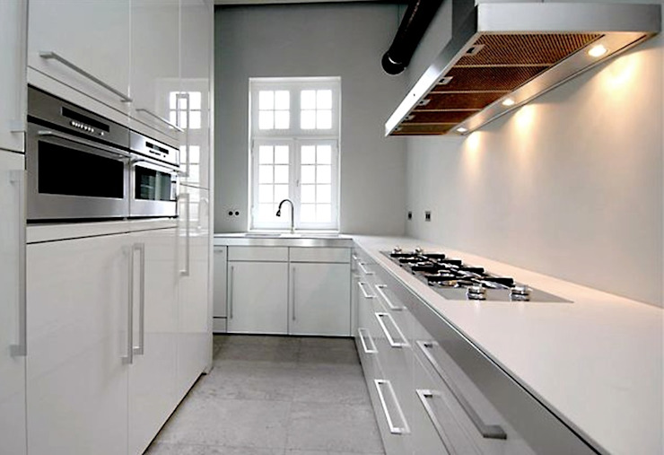 Minimalist kitchen by Archivice Architektenburo Minimalist