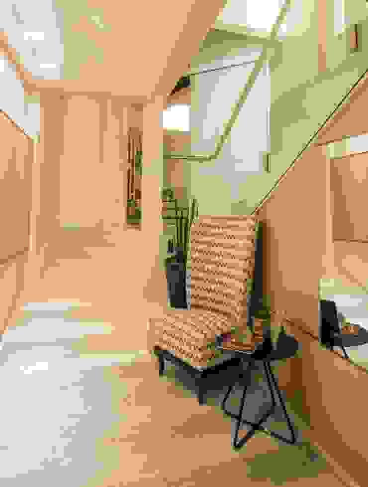 ESCADA/CIRCULAÇÃO Élcio Bianchini Projetos Corredores, halls e escadas minimalistas
