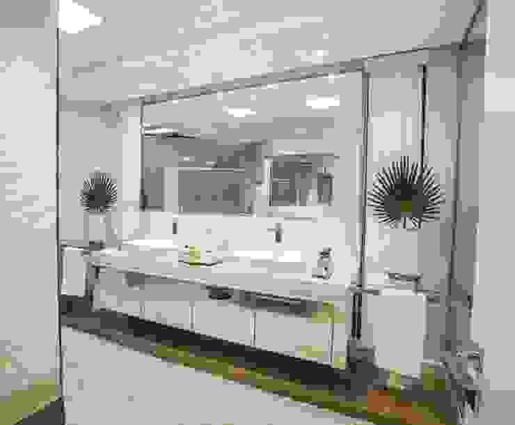 BANHEIRO DA SUÍTE DO CASAL Élcio Bianchini Projetos Banheiros modernos