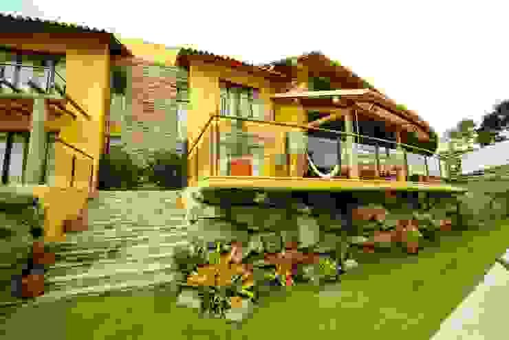 Rustikaler Balkon, Veranda & Terrasse von Mascarenhas Arquitetos Associados Rustikal