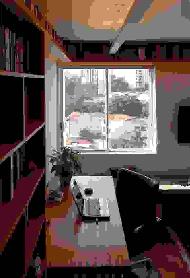 Apartamento em Pinheiros Escritórios modernos por Mínima arquitetura e urbanismo Moderno