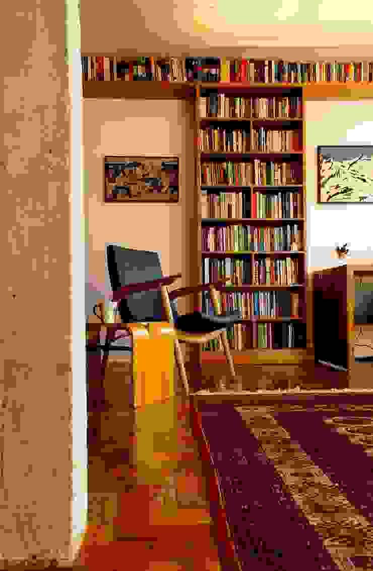 Apartamento em Pinheiros Salas de estar modernas por Mínima arquitetura e urbanismo Moderno
