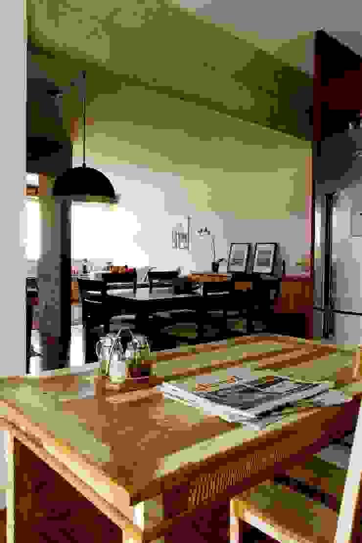 Apartamento em Pinheiros Salas de jantar modernas por Mínima arquitetura e urbanismo Moderno