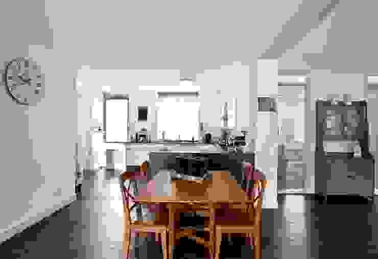 Esszimmer im Landhausstil von Archivice Architektenburo Landhaus