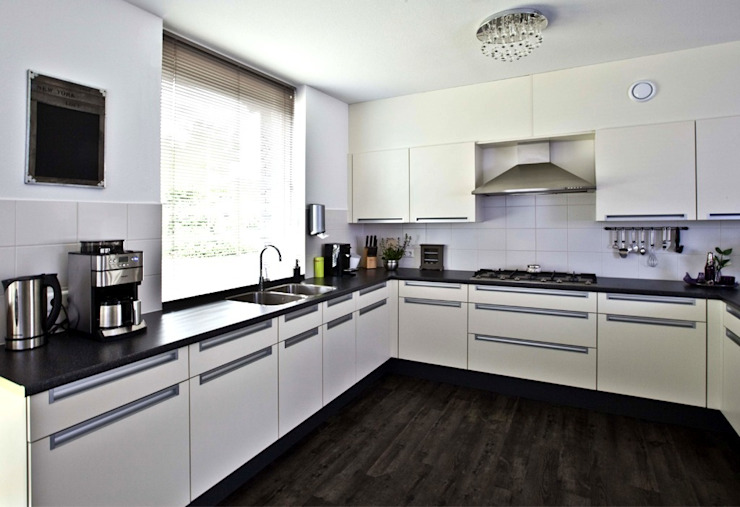 Moderne Küchen von Archivice Architektenburo Modern
