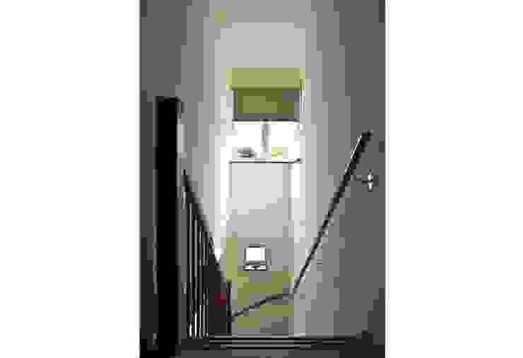 Gezinshuis De Glind Moderne gangen, hallen & trappenhuizen van Archivice Architektenburo Modern