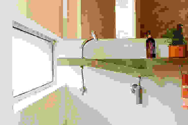 Apartamento na Chácara Klabin Banheiros modernos por Mínima arquitetura e urbanismo Moderno