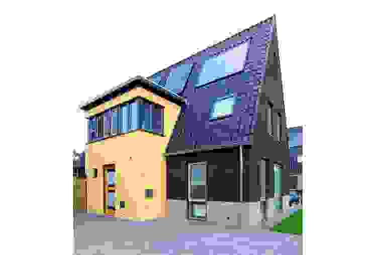 Moderne Häuser von Archivice Architektenburo Modern