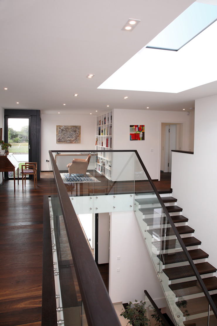 Radlett house Modern corridor, hallway & stairs by Nicolas Tye Architects Modern