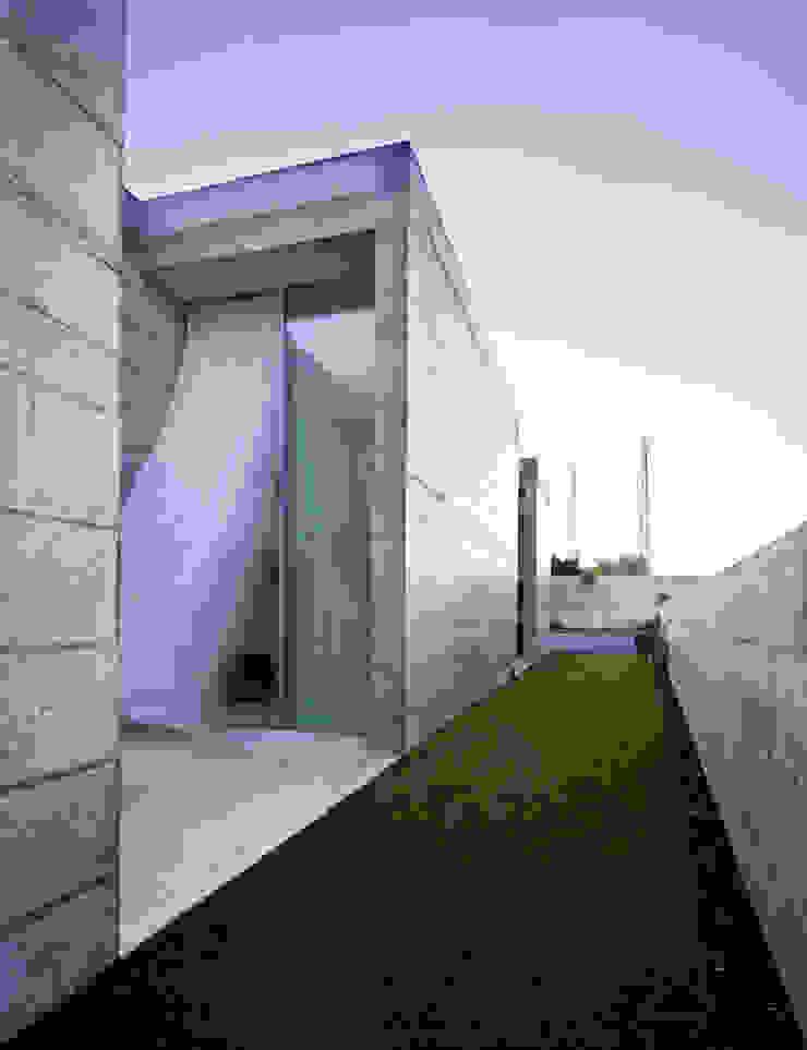 Casa em Moreira Jardins minimalistas por Phyd Arquitectura Minimalista