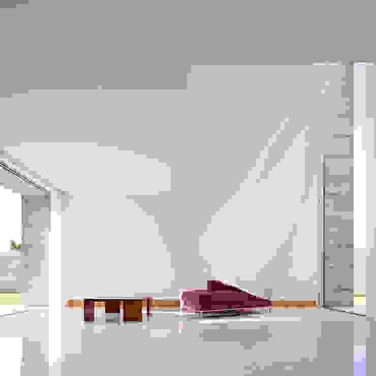 Casa em Moreira Salas de estar minimalistas por Phyd Arquitectura Minimalista
