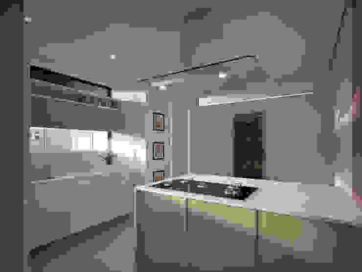 Residência FC+ Cozinhas modernas por Quattro+ Arquitetura Moderno
