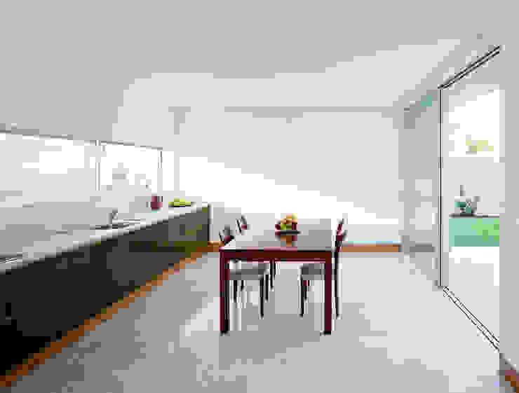 Casa em Moreira Salas de jantar minimalistas por Phyd Arquitectura Minimalista