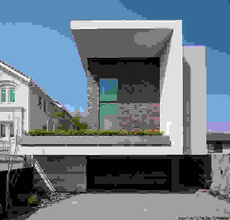 Rumah Modern Oleh エスプレックス ESPREX Modern