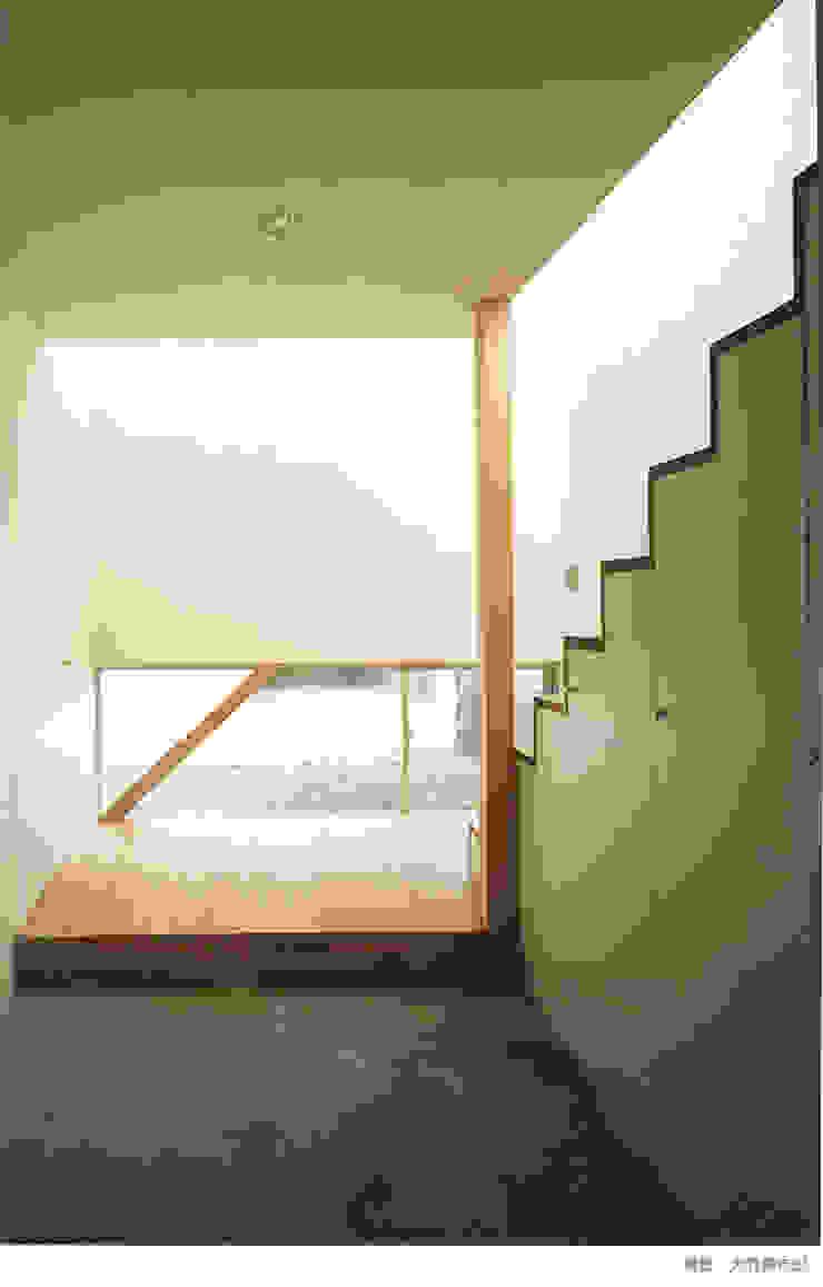 white snake Minimalist corridor, hallway & stairs by 瀧浩明建築計画事務所/studio blank Minimalist