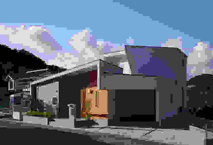 HOUSE IN SHIRATAKE モダンな 家 の J.HOUSE ARCHITECT AND ASSOCIATES モダン
