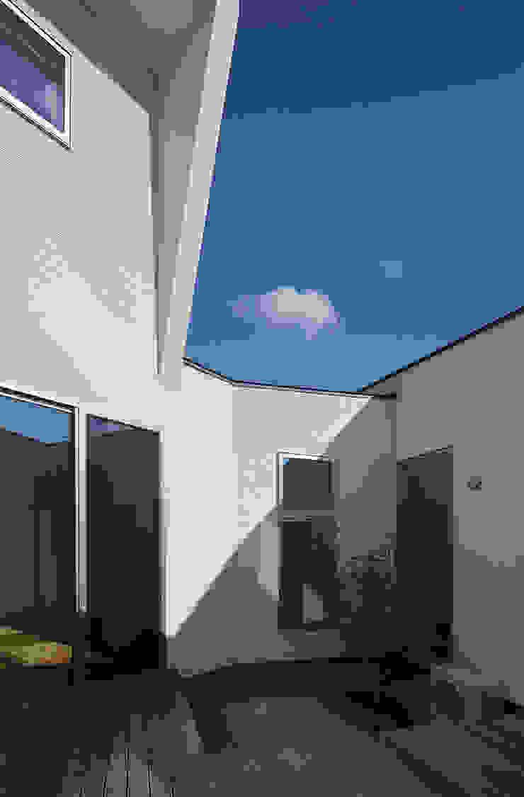 Vườn phong cách hiện đại bởi J.HOUSE ARCHITECT AND ASSOCIATES Hiện đại