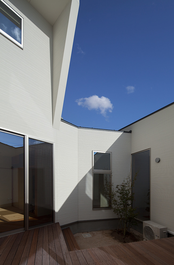 HOUSE IN SHIRATAKE モダンな庭 の J.HOUSE ARCHITECT AND ASSOCIATES モダン