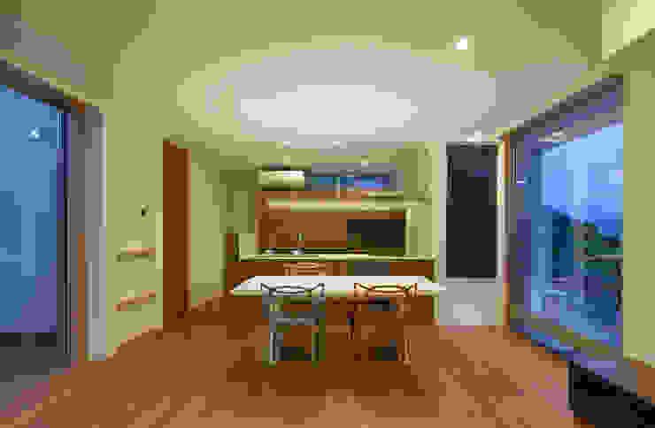 HOUSE IN SHIRATAKE モダンデザインの ダイニング の J.HOUSE ARCHITECT AND ASSOCIATES モダン