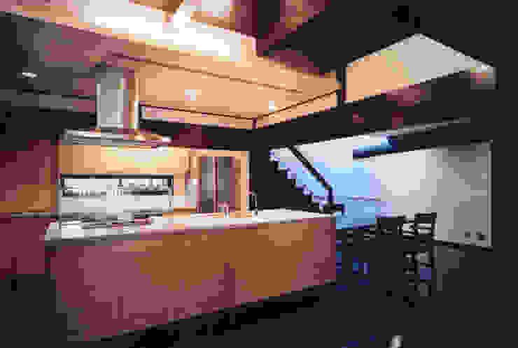 蚊帳のれんを潜る家: 山田高志建築設計事務所が手掛けたクラシックです。,クラシック