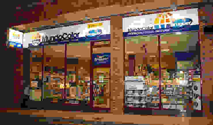 MundoColor Bruguer Negozi & Locali commerciali in stile eclettico