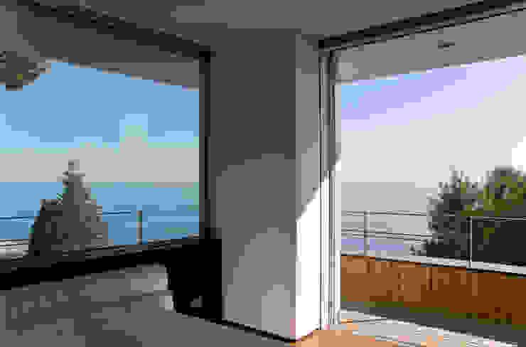 Rapporto interno/esterno Camera da letto minimalista di Studio 4 Minimalista