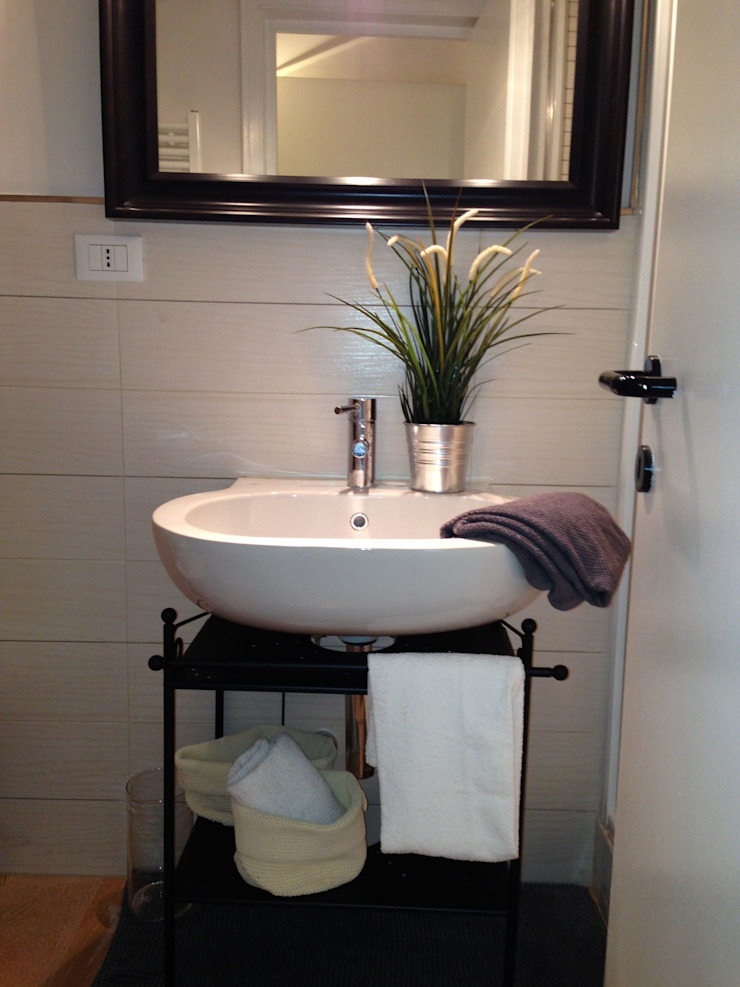 Il bagno di FOSCA de LUCA Home Stager & Redesigner