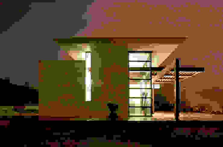 Fronte Ovest Case moderne di Studio 4 Moderno