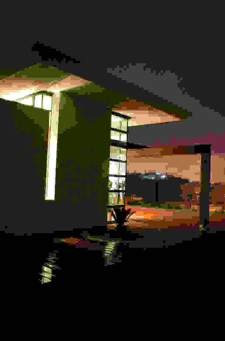 Vista da Nord Case in stile minimalista di Studio 4 Minimalista