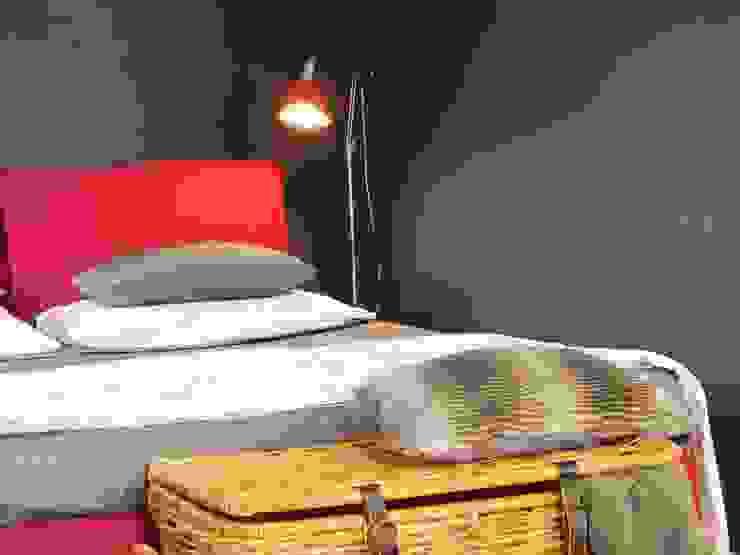Dettaglio parete nera con paillettes di FOSCA de LUCA Home Stager & Redesigner