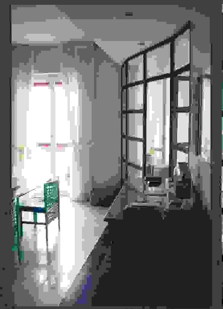 RISTRUTTURAZIONE APPARTAMENTO Pareti & Pavimenti in stile moderno di BORGHI ARCHITECT& PARTNERS Moderno