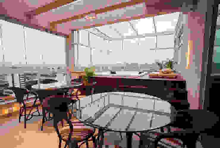 Apartamento Cobertura com Varanda Gourmet e Ofurô Varandas, alpendres e terraços modernos por Luine Ardigó Arquitetura Moderno