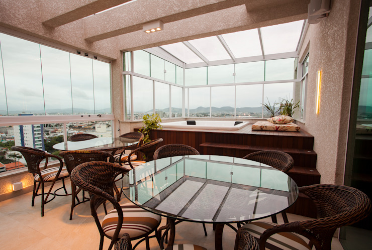 Balcones y terrazas modernos de Luine Ardigó Arquitetura Moderno