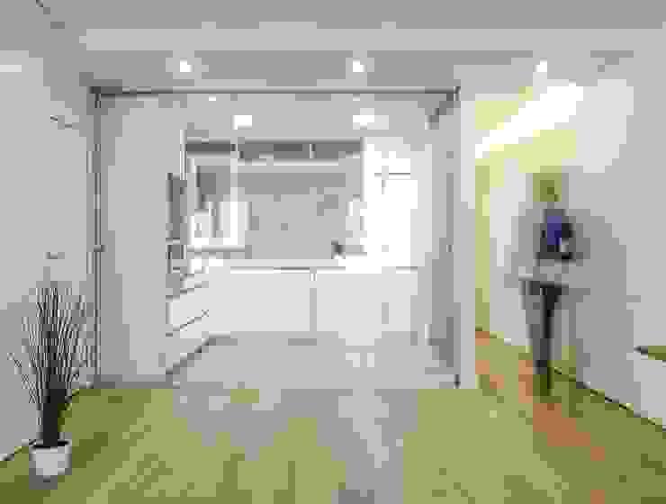 Cocina con puerta corredera Cocinas de estilo moderno de DonateCaballero Arquitectos Moderno