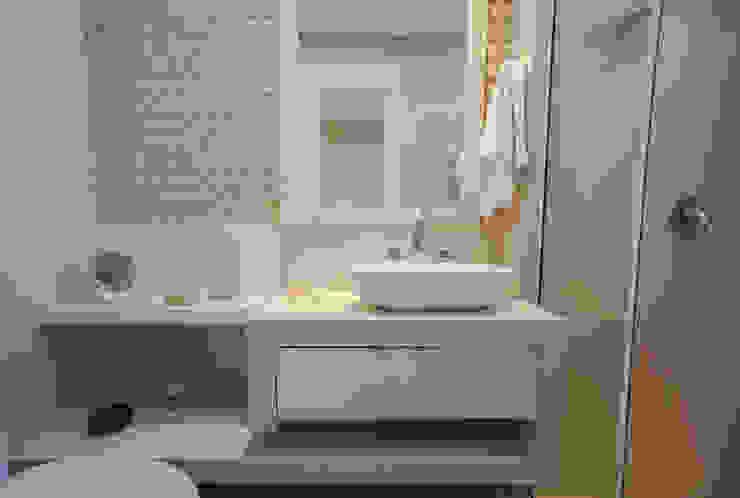 Apartamento Cobertura Duplex Banheiros minimalistas por Luine Ardigó Arquitetura Minimalista