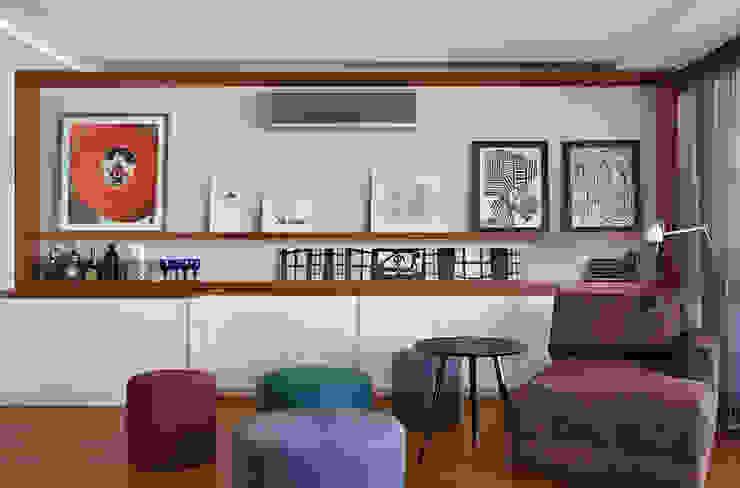 Salas de estar modernas por Cadore Arquitetura Moderno
