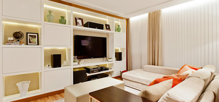SESSO & DALANEZI Classic style media room