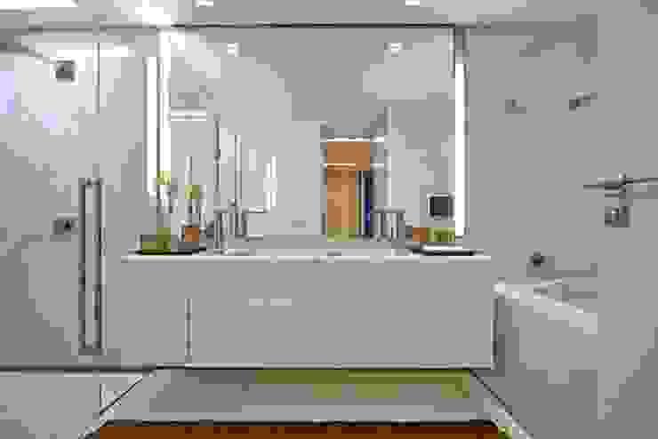 Residência A&S Banheiros modernos por Alessandra Contigli Arquitetura e Interiores Moderno