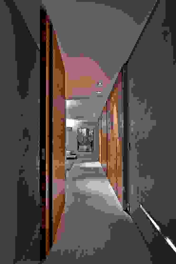 Residência A&S Corredores, halls e escadas modernos por Alessandra Contigli Arquitetura e Interiores Moderno